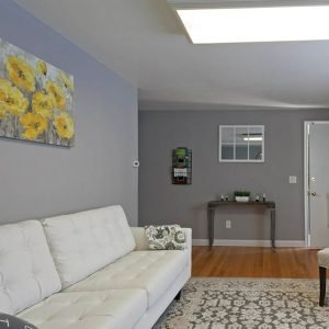 Colonial Village Apartments For Rent in Plainville, CT Living room